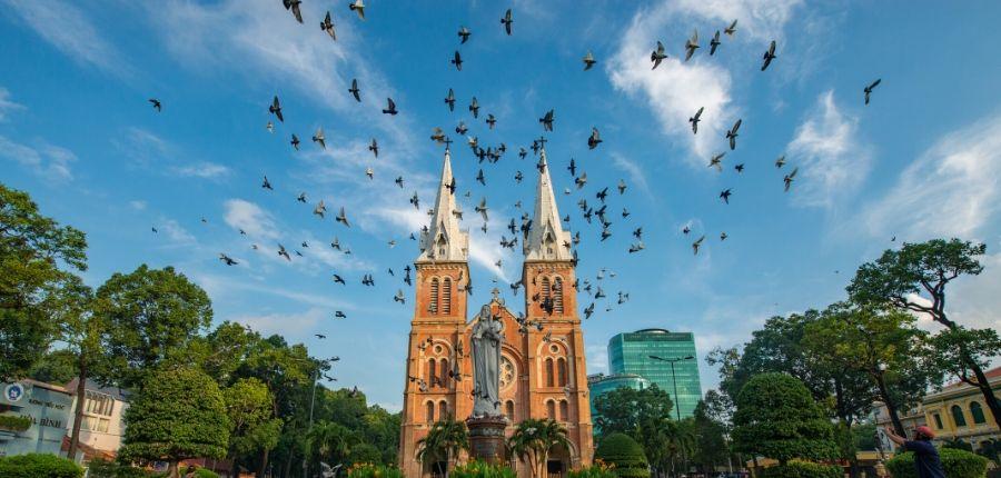 Cathédrale Notre-Dame Saigon - Circuit Vietnam Mémoire de guerre 8 jours